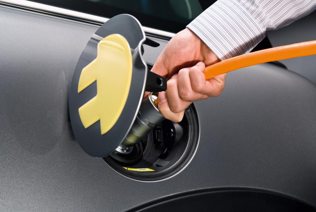 Ως το 2025, τα μισά νέα οχήματα θα είναι ηλεκτρικά