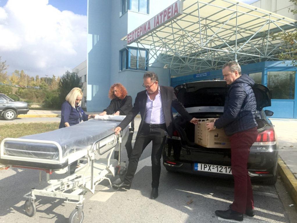 Υποψήφιος δήμαρχος δώρισε 210 καλύμματα σε νοσοκομείο του δήμου του!