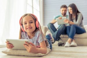 Μήπως τα ακουστικά κάνουν κακό στο παιδί;