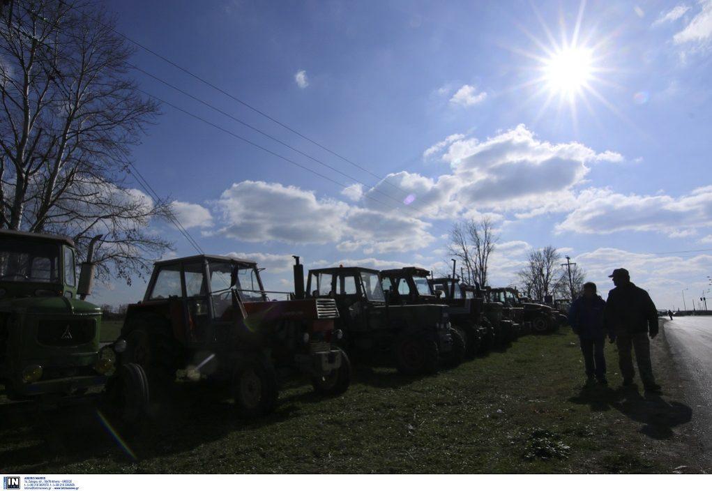 Στα μπλόκα από σήμερα οι αγρότες