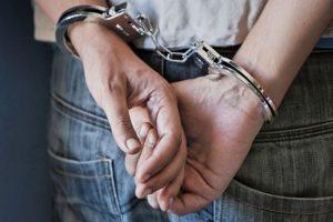 Συνελήφθη για κατοχή ναρκωτικών στα Μετέωρα