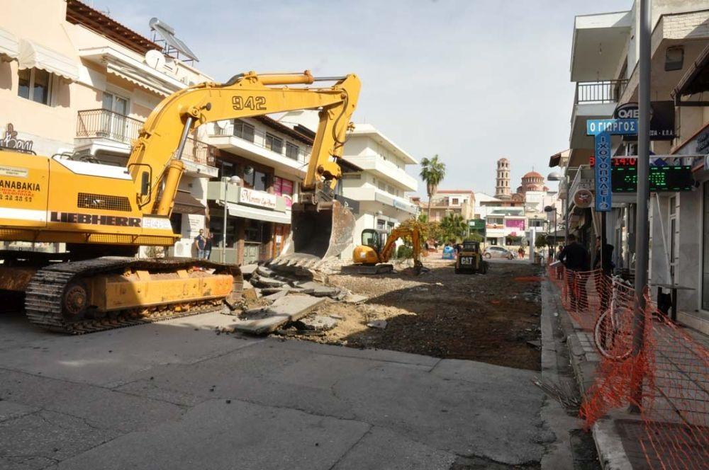 Συνεχίζονται οι εργασίες ανάπλασης στο εμπορικό κέντρο των Ν.Μουδανιών