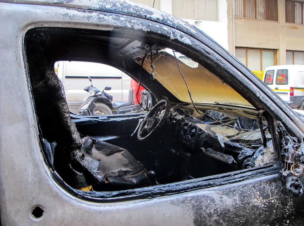 Τρεις εμπρησμοί αυτοκινήτων σε Ασπρόπυργο και Άλιμο