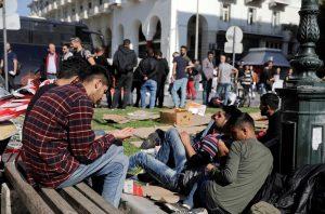 Θεσσαλονίκη: Ομάδα μεταναστών έξω από αστυνομικό τμήμα-Ζήτησαν τη σύλληψή τους