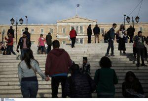 Συγκεντρώσεις υπέρ και κατά των μεταναστών στο Σύνταγμα