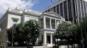 ΥΠΕΞ: Έντονη καταδίκη για τον βανδαλισμό στην κατοικία του πρέσβη των ΗΠΑ