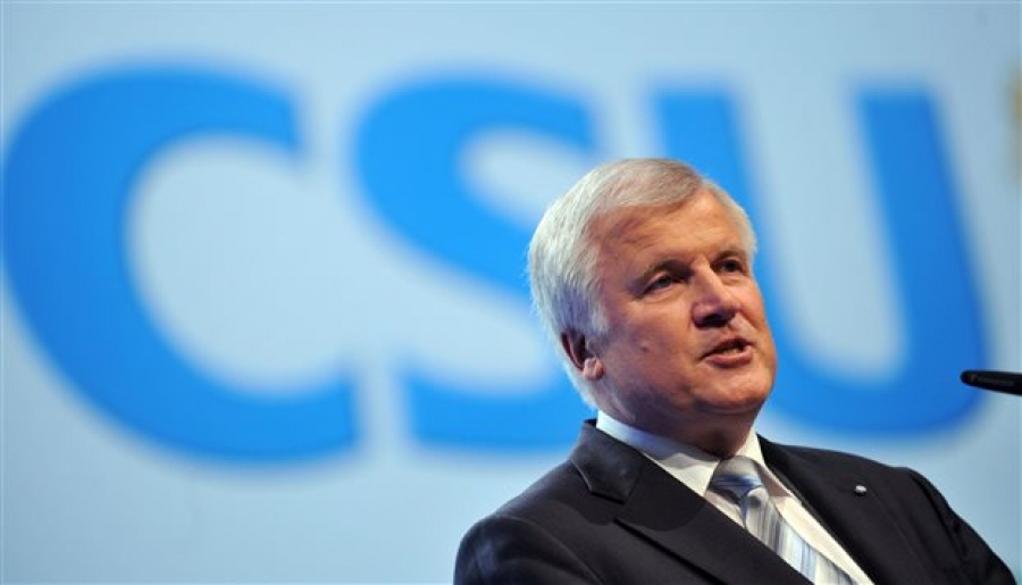 Γερμανία: Παραιτείται από το CSU o Zεεχόφερ
