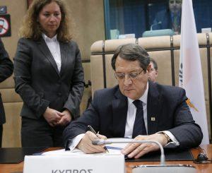 Τηλεφωνική συνομιλία Αναστασιάδη-Ακιντζί για παροχή βοήθειας στους Τουρκοκύπριους