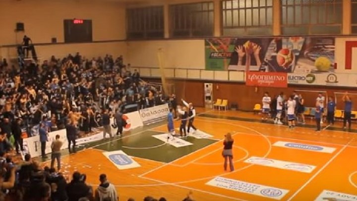 Οι διαιτητές του αγώνα βόλεϊ Ηρακλής-Μπενφίκα υποκλίθηκαν στους οπαδούς του Γηραιού (VIDEO)