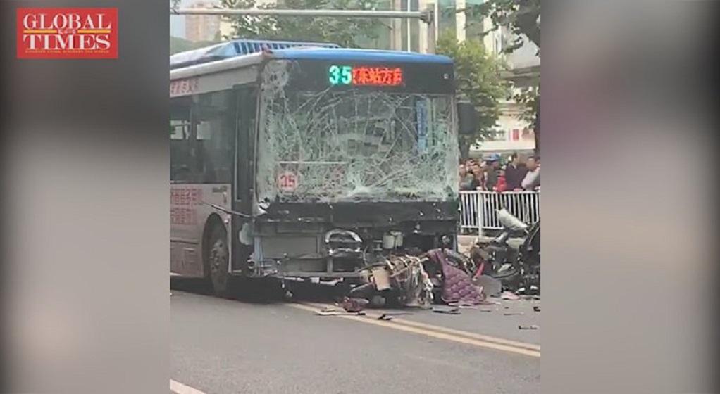 Άνδρας κατέλαβε λεωφορείο και το έριξε σε πεζούς – Οκτώ νεκροί (VIDEO)