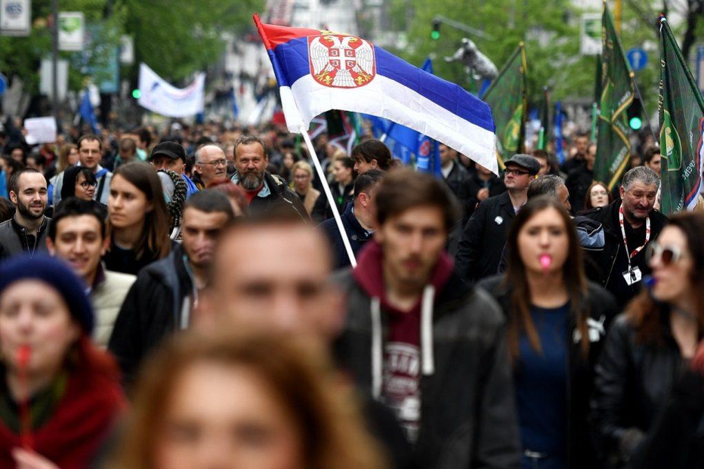 Βελιγράδι: Χιλιάδες πολίτες διαδήλωσαν εναντίον του προέδρου Βούτσιτς