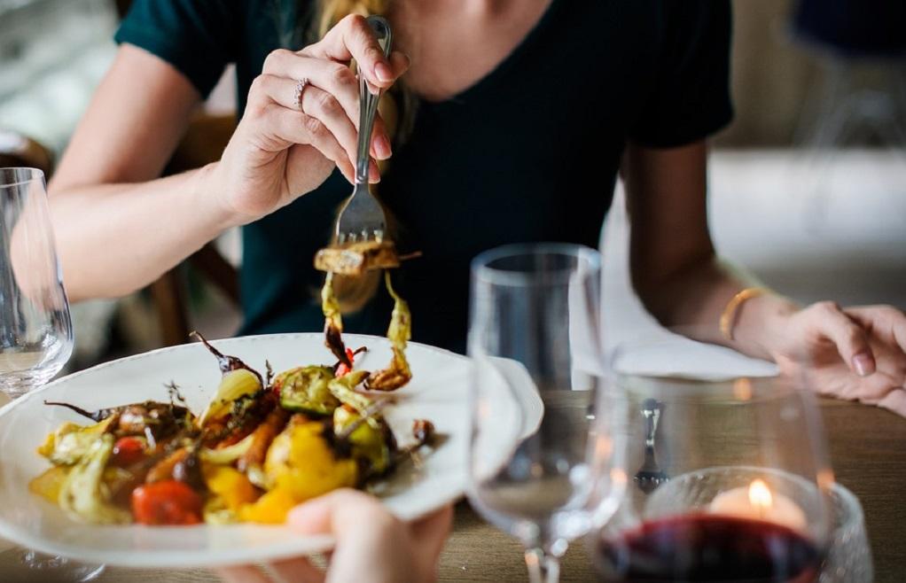 Τα 10 πιο ενοχλητικά πράγματα που κάνεις στα εστιατόρια