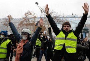 Παρίσι: Στους δρόμους ξανά τα «Κίτρινα Γιλέκα»