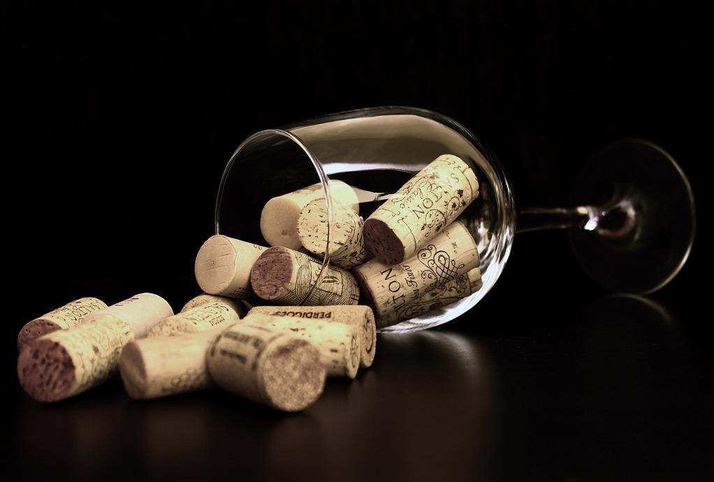 Τα γαλλικά και ιταλικά κρασιά προτιμούν οι Έλληνες!