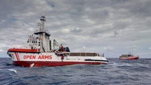 Λέσβος: Παραμένει στα ανοιχτά το πλοίο Open Arms