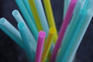 Τέλος στα πλαστικά μιας χρήσης το 2020 – Ποια προϊόντα «κόβονται»