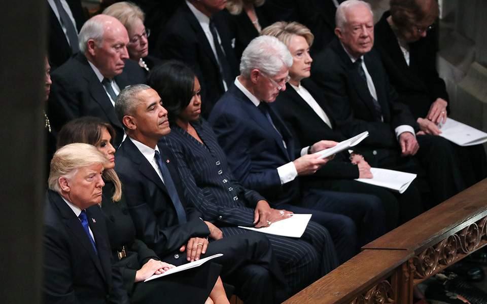 Όλοι οι εν ζωή πρόεδροι των ΗΠΑ στην κηδεία του Τζορτζ Μπους (ΦΩΤΟ)
