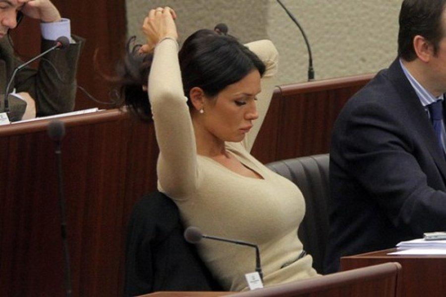 Ποια Ελληνίδα πολιτικός είναι ανάμεσα στις 10 πιο σέξι!
