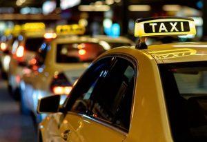Χειροπέδες σε οδηγούς ταξί για πλαστές άδειες οδήγησης και «πειραγμένες» ταμειακές
