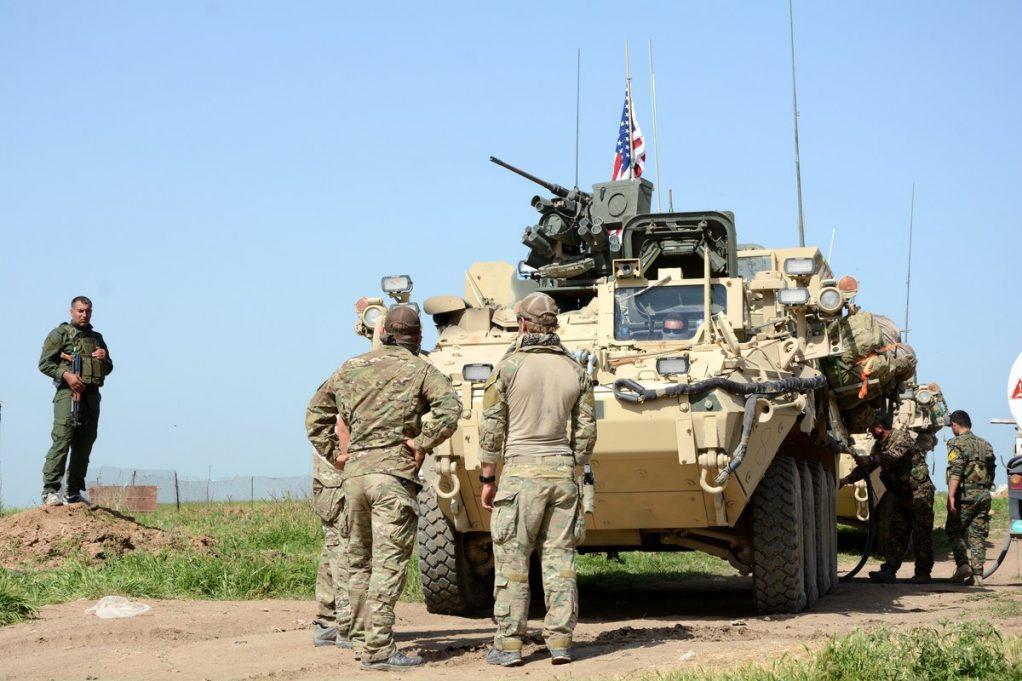 Οι αμερικανικές δυνάμεις αποσύρθηκαν από τη μεγαλύτερη βάση τους στη βόρεια Συρία