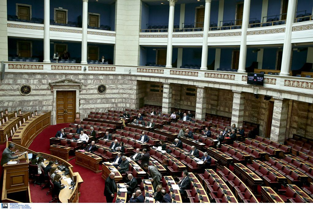 Βουλή: Και στα αεροπορικά εισιτήρια επεκτείνεται το μεταφορικό ισοδύναμο