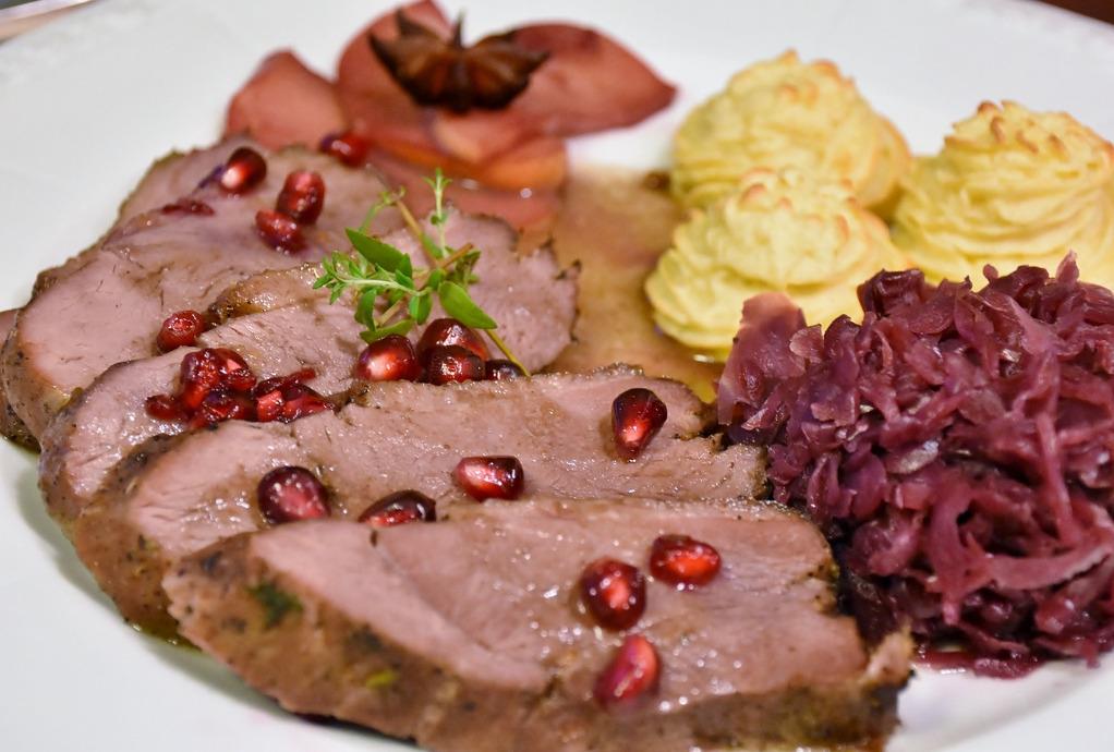 Πειραιάς: Προσφορά εορταστικών γευμάτων