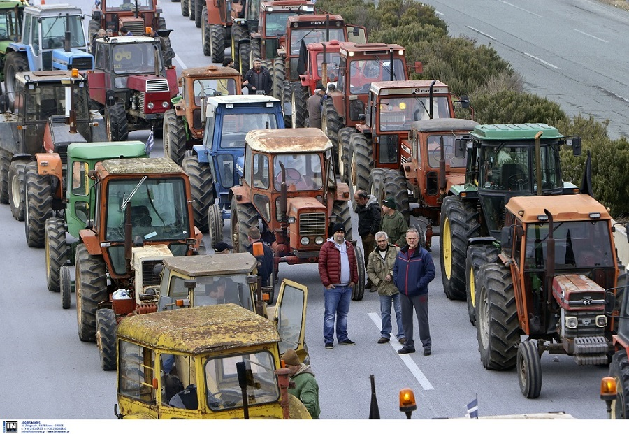 Συνεχίζεται ο αποκλεισμός της Εθνικής Οδού από τους αγρότες