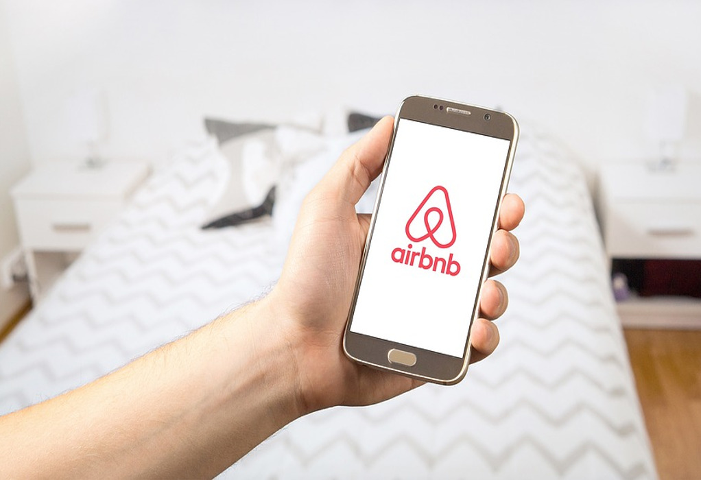 Airbnb: Έπεσε το σύστημα – Γκρίνια από χρήστες και ιδιοκτήτες