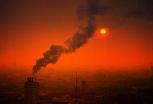 Η ατμοσφαιρική ρύπανση μειώνει την ευτυχία