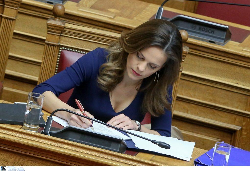Αχτσιόγλου: «Έχω σχέση με πολιτικό» (VIDEO)