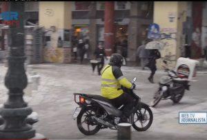 Διανομείς φαγητού – Αντιμέτωποι με το κρύο και το χιόνι (VIDEO)
