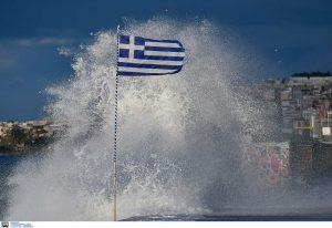Απαγορευτικό απόπλου στον Πειραιά – Μαγικές εικόνες στο Παλαιό Φάληρο (ΦΩΤΟ)