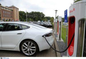 Σταθάκης: Μελετώνται τα κίνητρα για τα ηλεκτρικά αυτοκίνητα