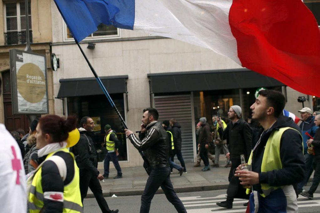 Γαλλία: 30 συλλήψεις σε επεισόδια με τα «κίτρινα γιλέκα»