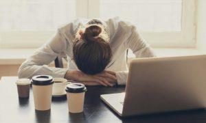 Δέκα πιθανοί λόγοι υγείας που νιώθετε συχνά κούραση όλη την ημέρα