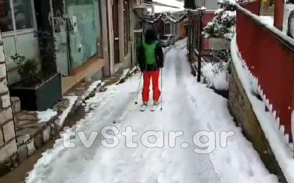 Σκι στους δρόμους του Καρπενησίου! (VIDEO)