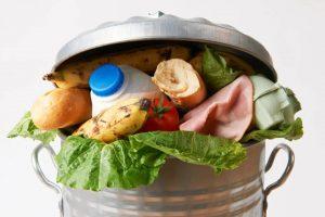 Ποιες τροφές πρέπει να αποφεύγουν όσοι έχουν πατήσει τα 50