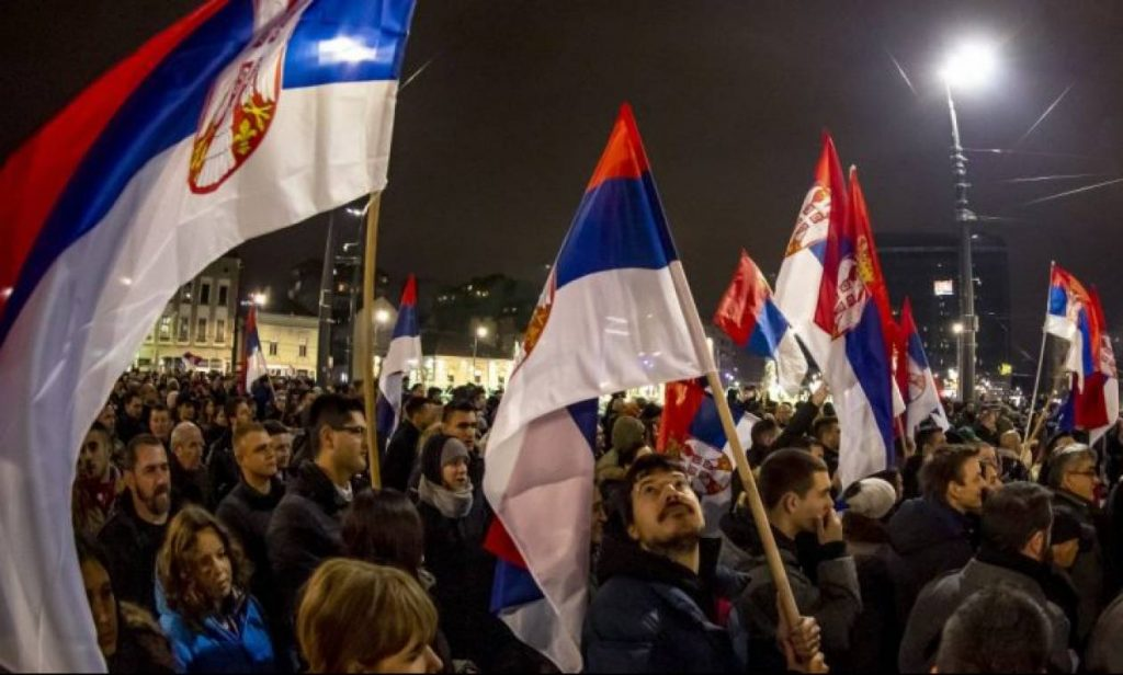 Στους δρόμους οι Σέρβοι – ζητούν την παραίτηση Βούτσιτς