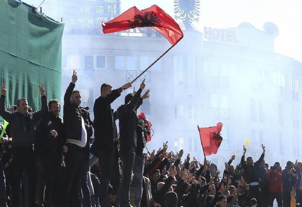 Νέες διαδηλώσεις στην Αλβανία – επεισόδια έξω από το κοινοβούλιο