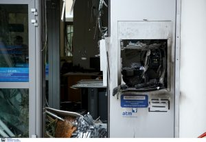 Πάτρα: Ένοπλοι ανατίναξαν τρία ΑΤΜ σε εμπορικό κέντρο