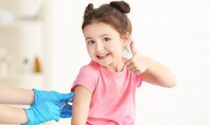 Ο ΕΟΦ επιτρέπει τις διαφημίσεις υπέρ του εμβολιασμού