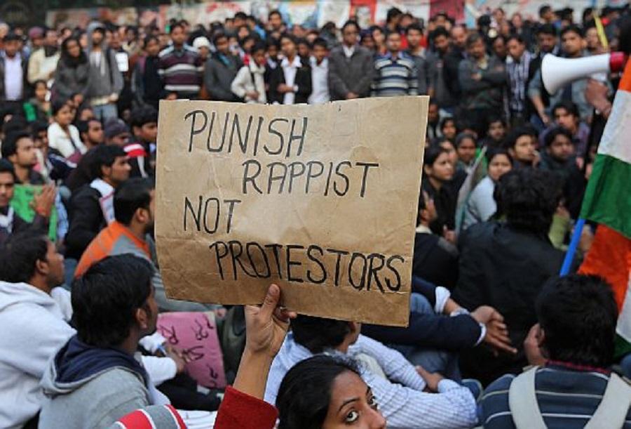 Ινδία: Χιλιάδες θύματα βιασμών και οι οικογένειες τους διαδήλωσαν στο Νέο Δελχί