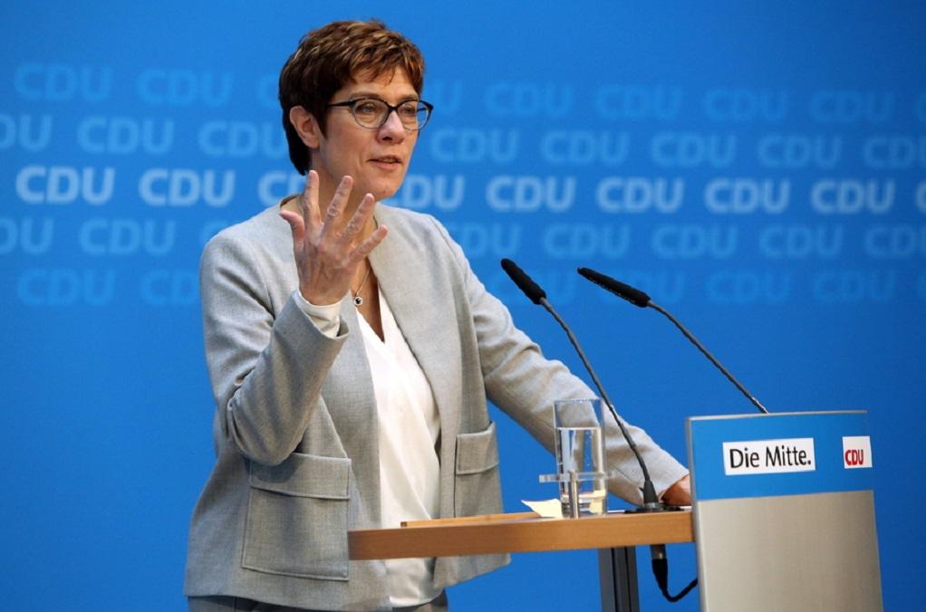 Γερμανία: Χάνει πόντους σε δημοτικότητα η «μίνι Μέρκελ»