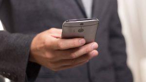 Το κινητό «σκοτώνει» τους πεζούς