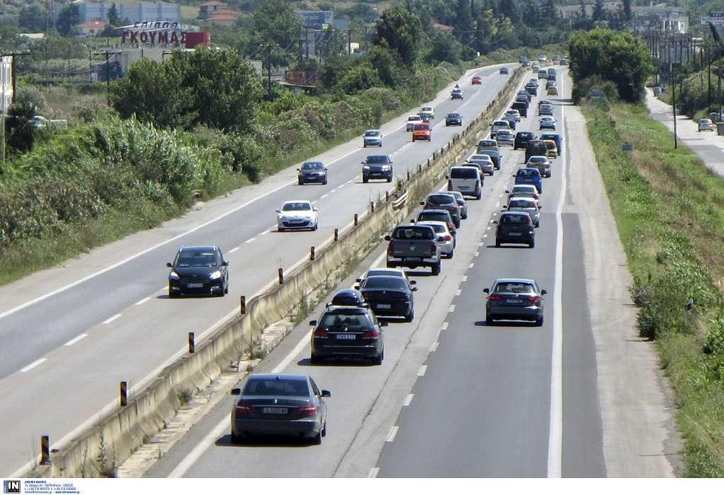 Ανατροπή οχήματος στη Μουδανιών-Απεγκλώβισαν την οδηγό  (ΦΩΤΟ)