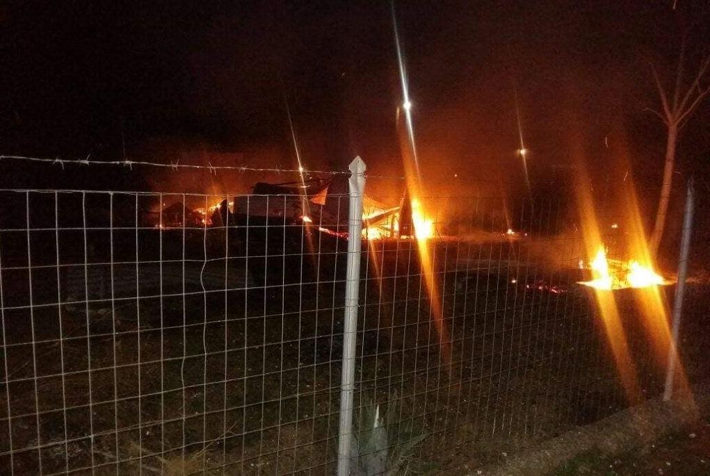 Πυρκαγιά κατέστρεψε ολοσχερώς τροχόσπιτο στον Άγιο Παύλο Χαλκιδικής (ΦΩΤΟ)