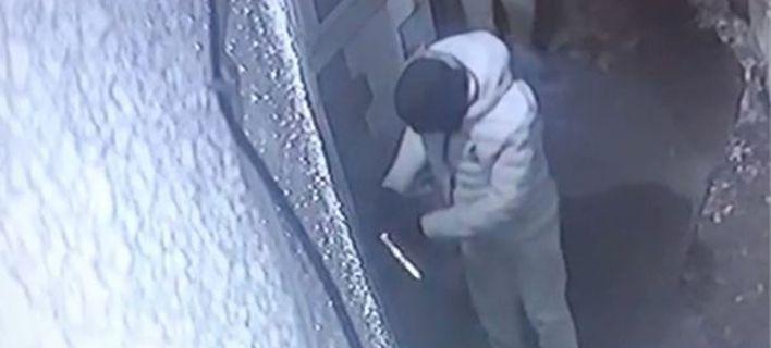 Κάμερα ασφαλείας δείχνει πως μπουκάρουν οι διαρρήκτες γρήγορα και αθόρυβα