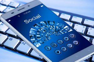 «Δίχτυ» της εφορίας στα μέσα κοινωνικής δικτύωσης για τη φοροδιαφυγή
