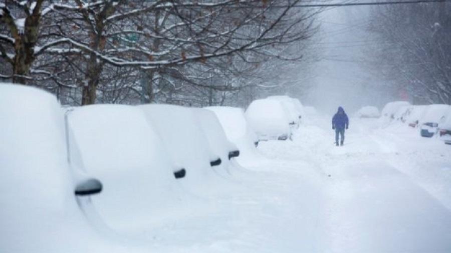 Χιονοθύελλα πλήττει τις ανατολικές ΗΠΑ – Εκατοντάδες πτήσεις ακυρώθηκαν