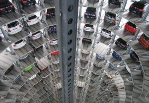 DW: Αλλάζει ή βουλιάζει η αυτοκινητοβιομηχανία;